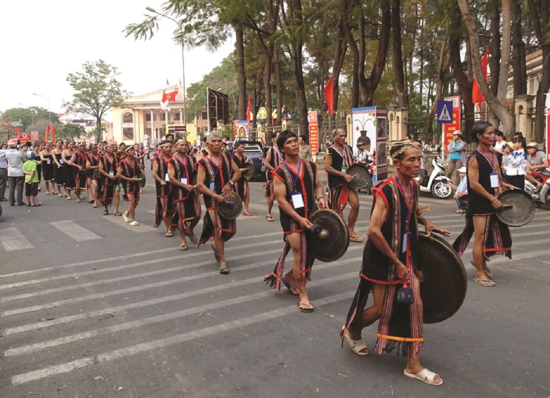 Lễ hội văn hóa cồng chiêng của các dân tộc ở Kon Tum vẫn được tổ chức  trong nhiều năm qua.