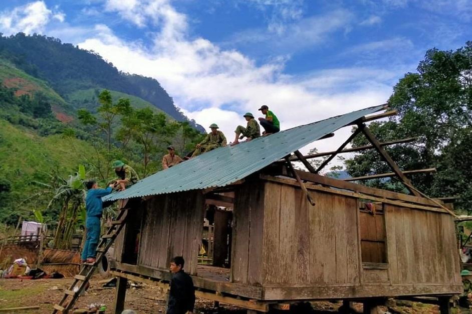 Giúp dân làm nhà ở