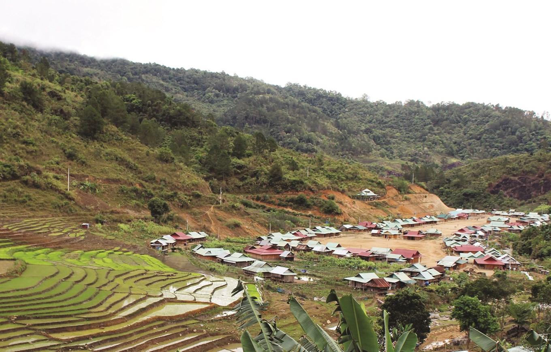 Diện mạo mới ở vùng DTTS và miền núi. (Trong ảnh: Làng nông thôn mới Kínonh, xã A Xan, huyện Tây Giang, tỉnh Quảng Nam).