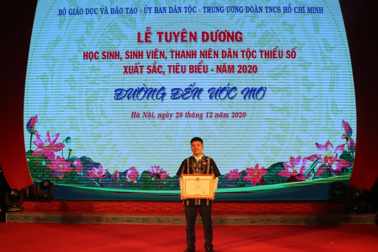 Bác sĩ Lá Văn Khôi, một trong những Thanh niên DTTS được nhận Bằng khen của Bộ trưởng, Chủ nhiệm UBDT tại Lễ Tuyên dương học sinh, sinh viên, thanh niên DTTS xuất sắc tiêu biểu năm 2020 do UBDT tổ chức.