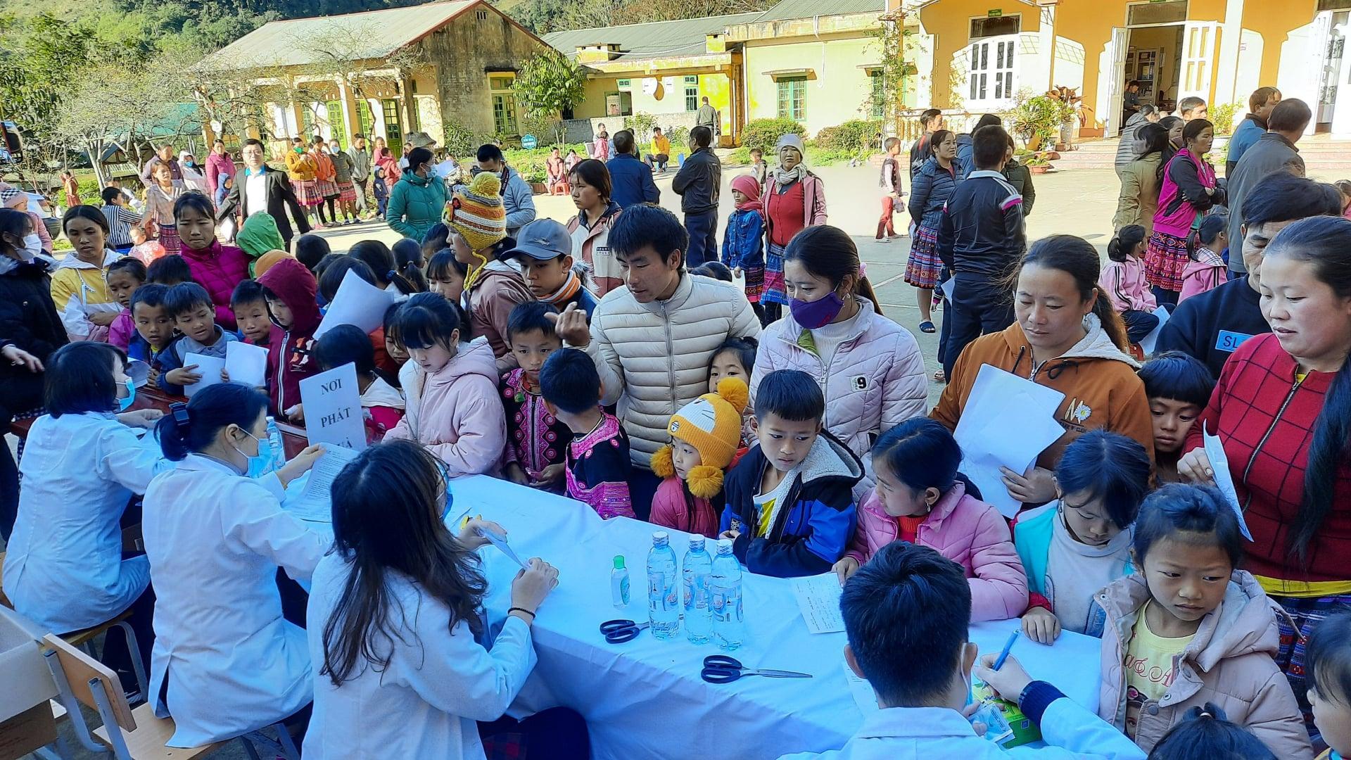 Việc chăm sóc sức khỏe cho người dân tại các xã, thôn đặc biệt khó khăn ngày càng được quan tâm, chăm lo