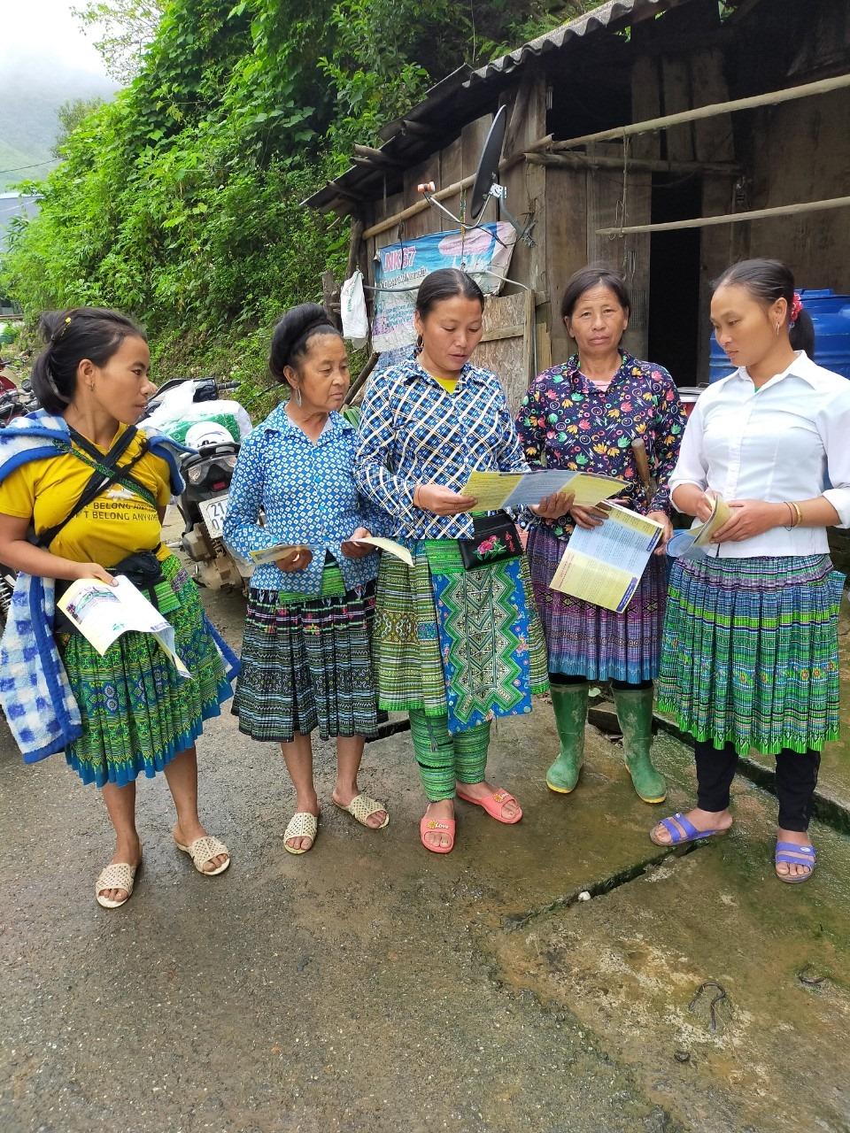 Phụ nữ dân tộc Mông tỉnh Yên Bái tìm hiểu kiến thức về hôn nhân và gia đình