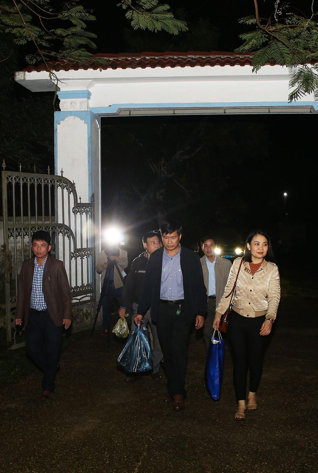 Đoàn y, bác sĩ, cán bộ, nhân viên CDC Hà Tĩnh trong một chuyến săn muỗi