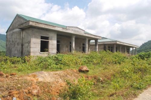 một số hạng mục công trình thuộc dự án xây dựng khu Tái định cư (TĐC) mẫu cho người dân vạn chài ở Khe Mừ đã xuống cấp