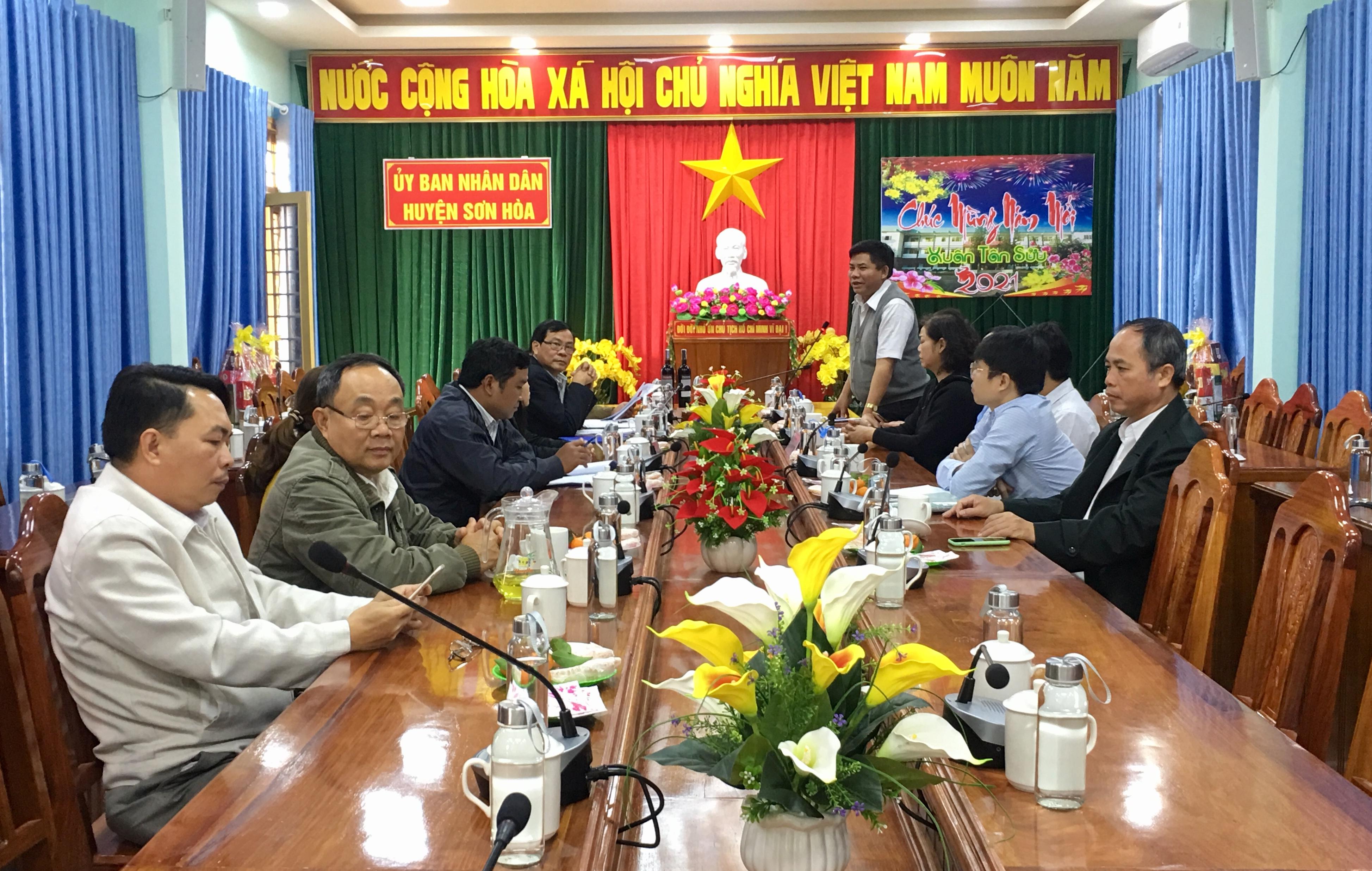 Thứ trưởng, Phó Chủ nhiệm UBDT Y Thông phát biểu tại buổi làm việc với huyện Sơn Hòa