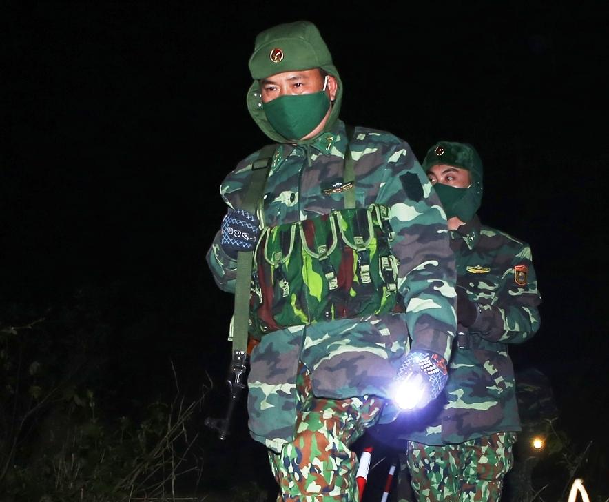 Dù đêm tối, giá rét, nhiệm vụ tuần tra vẫn luôn được triển khai quyết liệt