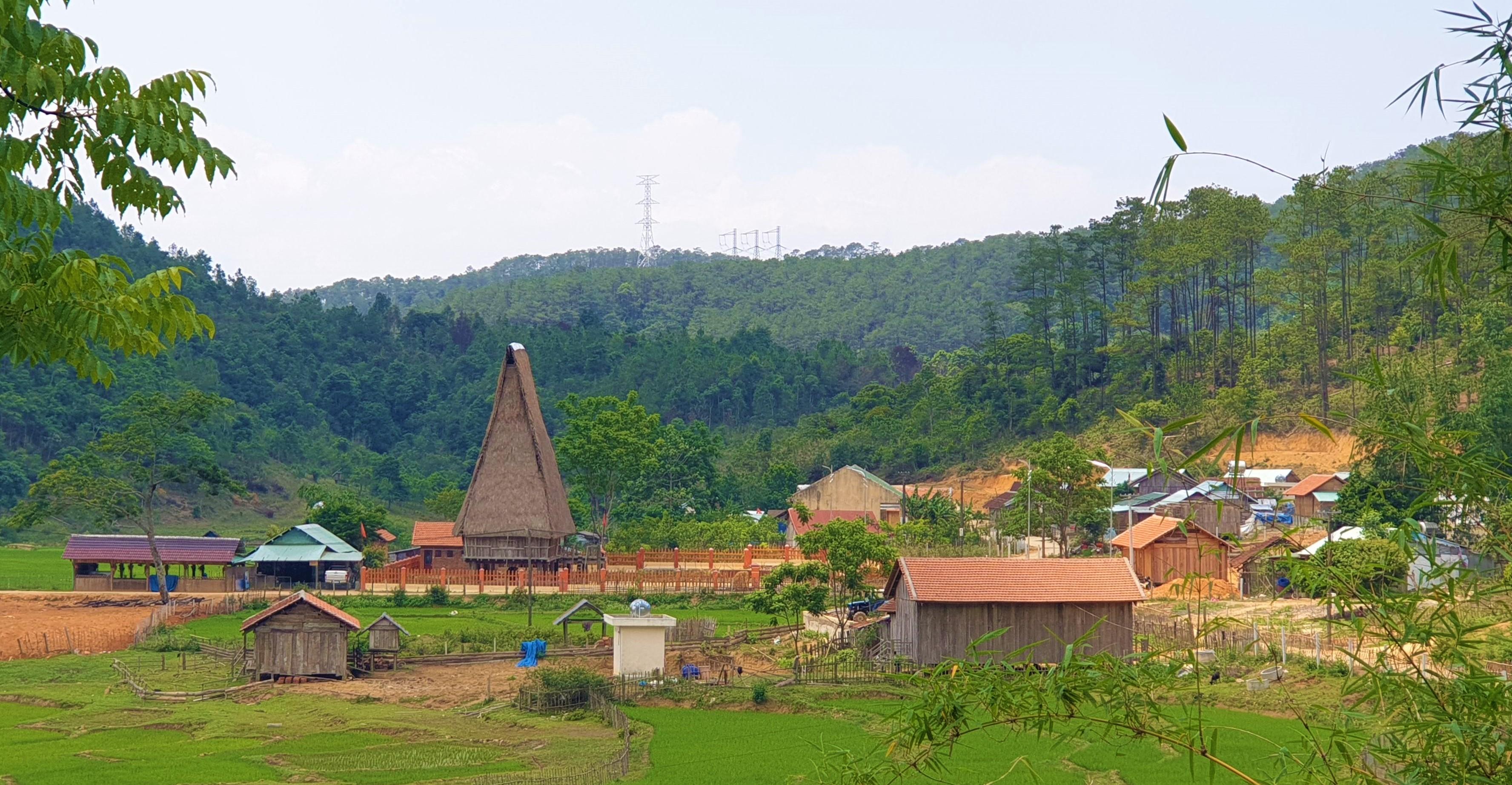 Một góc làng du lịch cộng đồng Kon Pring