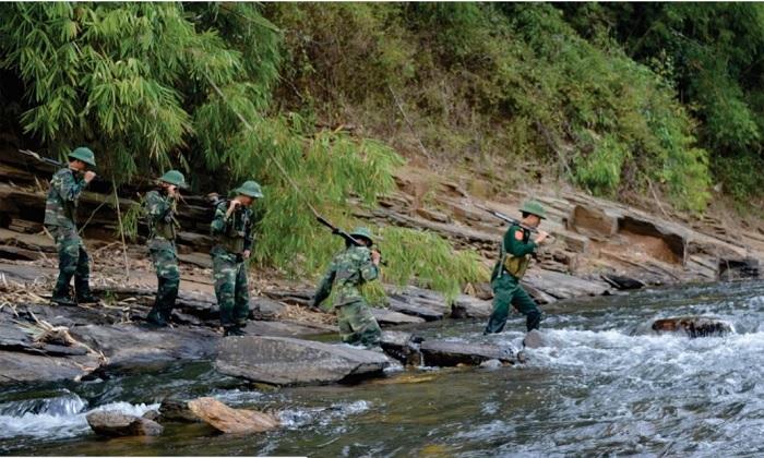 Lực lượng Bộ đội Biên phòng thực hiện tuần tra biên giới.