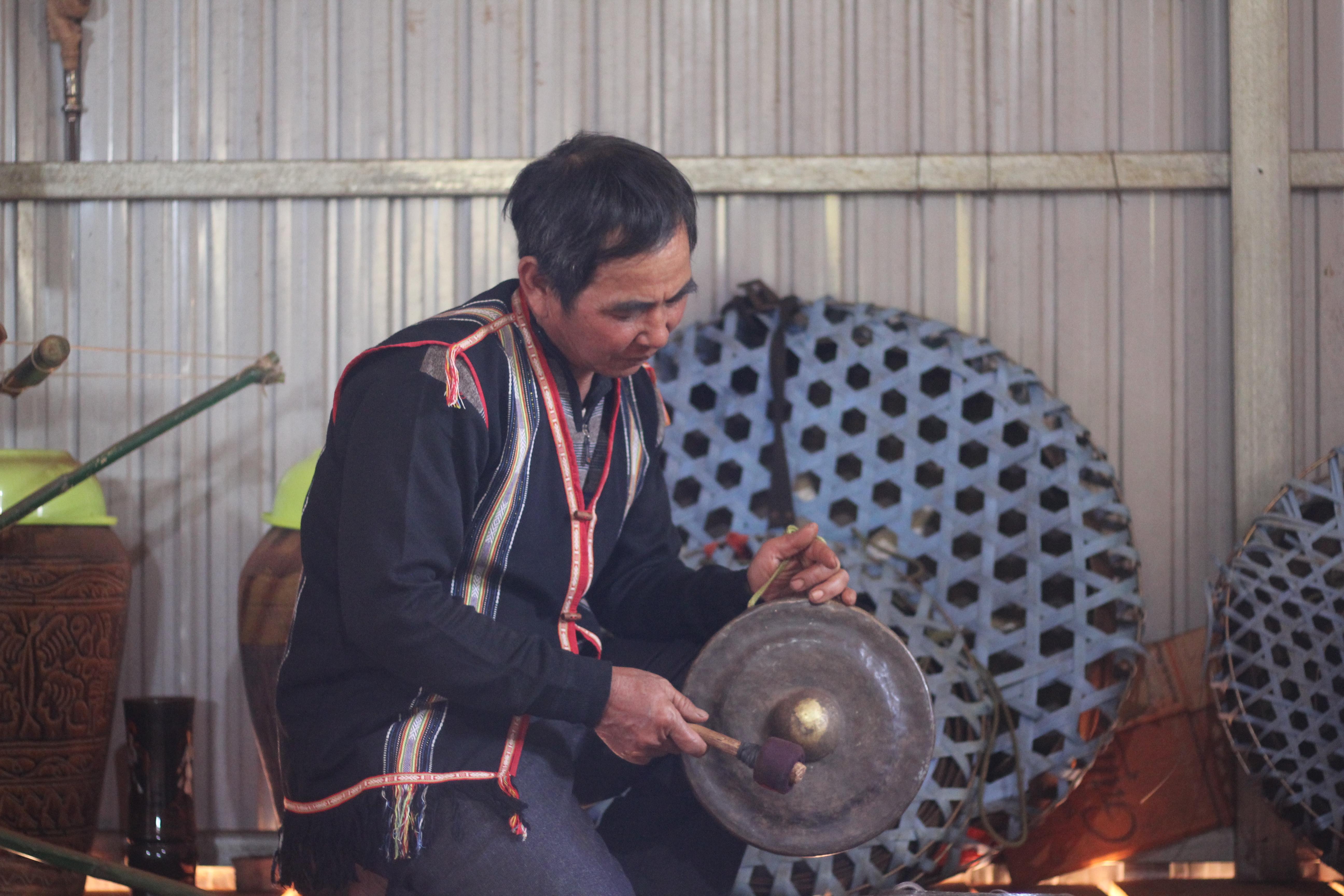 Nghệ nhân Ưu tú A Lip là một nhân tố điển hình trong việc truyền dạy và bảo tồn phát huy văn hóa cồng chiêng tại huyện Đăk Đoa.