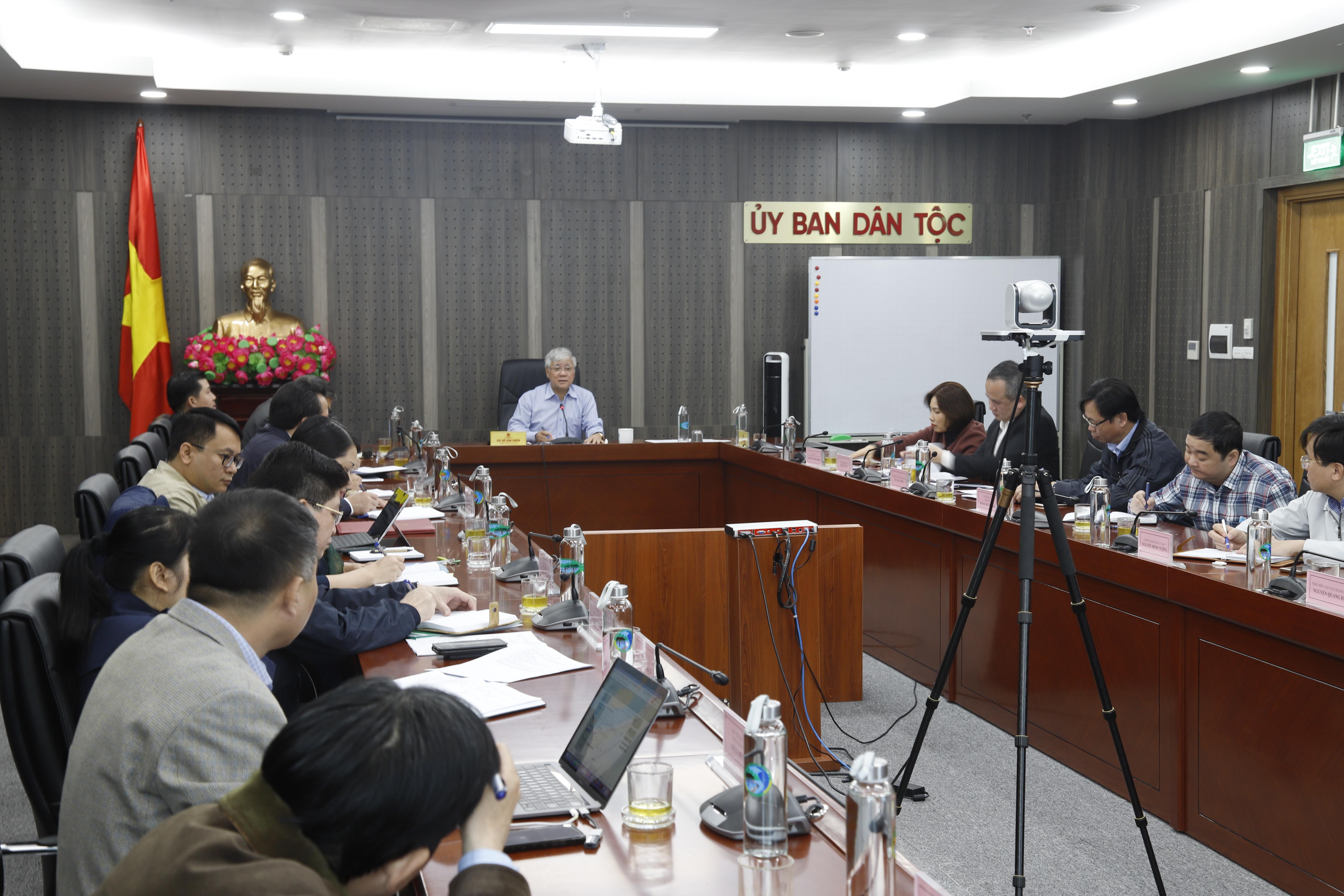 Bộ trưởng, Chủ nhiệm UBDT Đỗ Văn Chiến chủ trì họp giao ban lãnh đạo Ủy ban