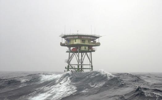 Nhà giàn DK1/10 trước bạt ngàn sóng gió