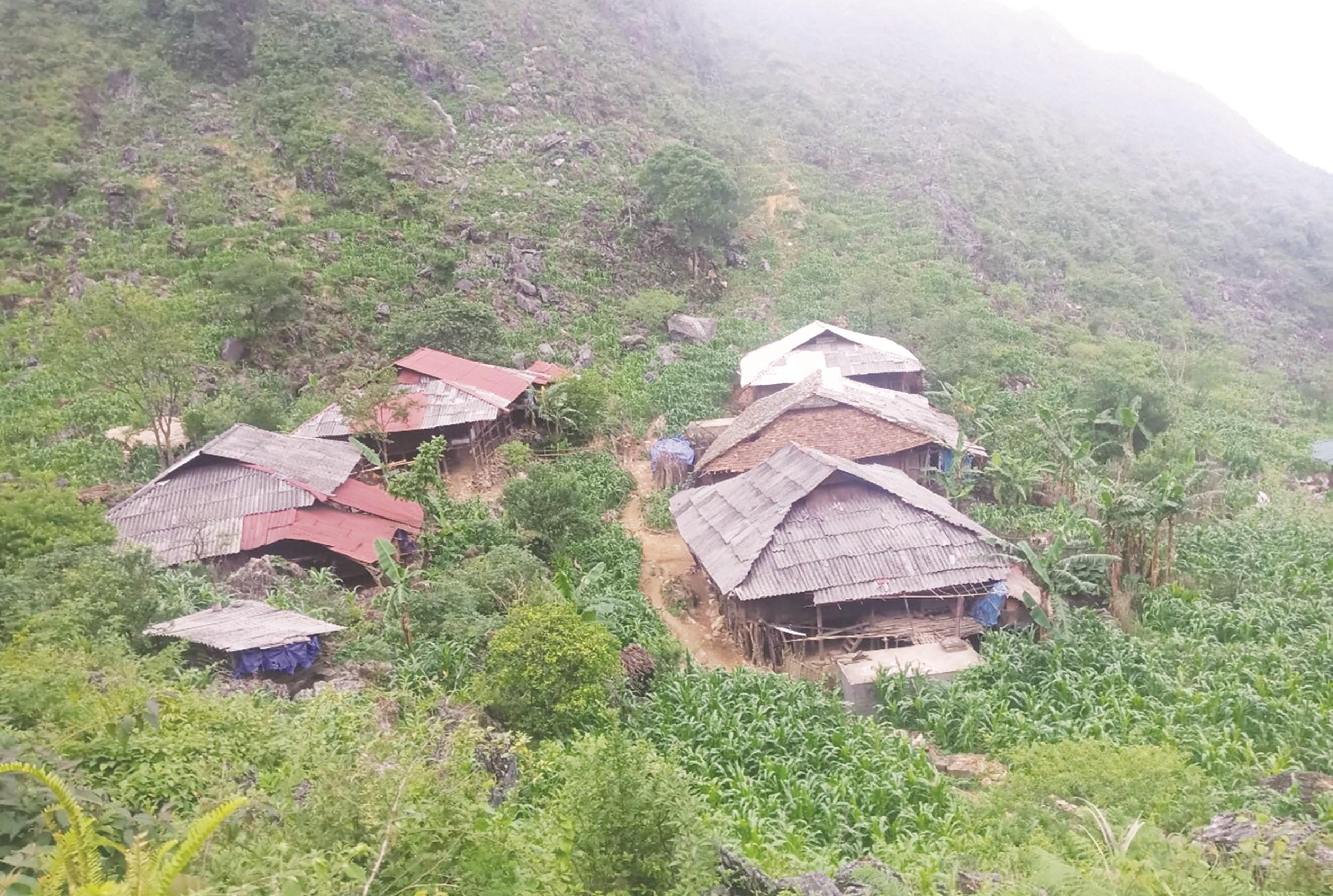 Nhiều bản làng vùng cao vẫn còn khó khăn do chưa có điện để sinh hoạt và phát triển sản xuất.