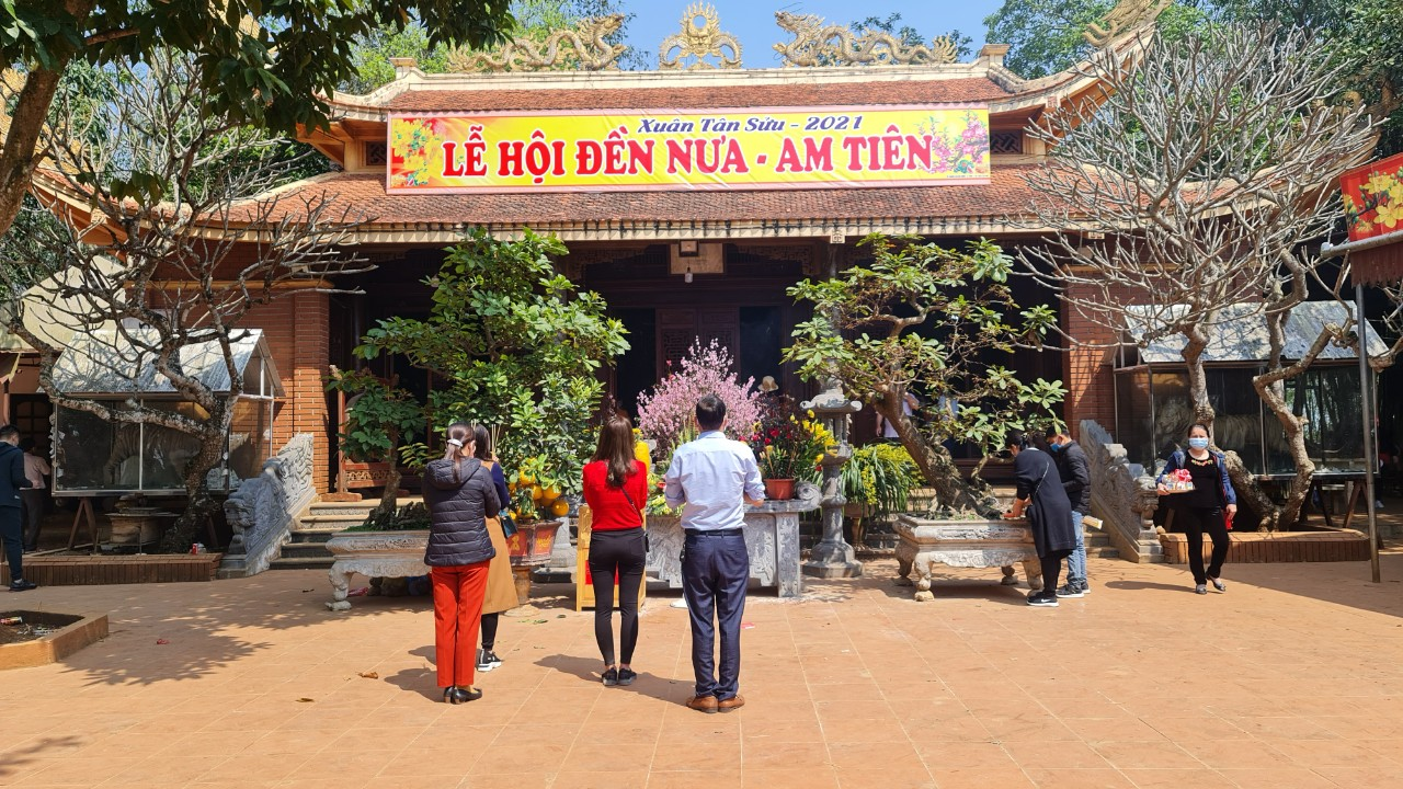 Lượng du khách đến dâng hương tại Đền Nưa- Am Tiên giảm nhiều so với mọi năm