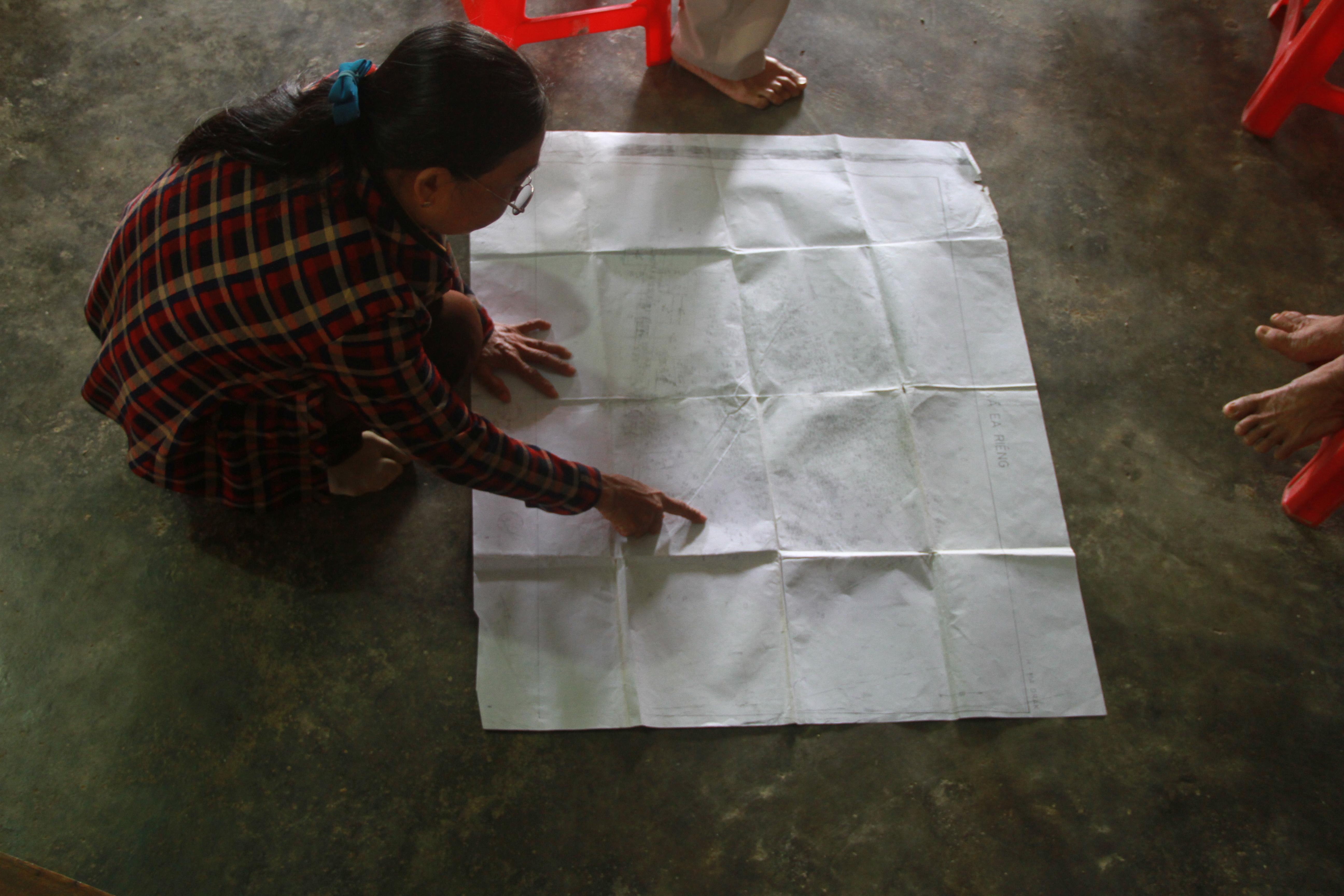 Bà Hiền phát hiện tại các tờ bản đồ thể hiện đất của ông Thăng chỉ 3.000m2