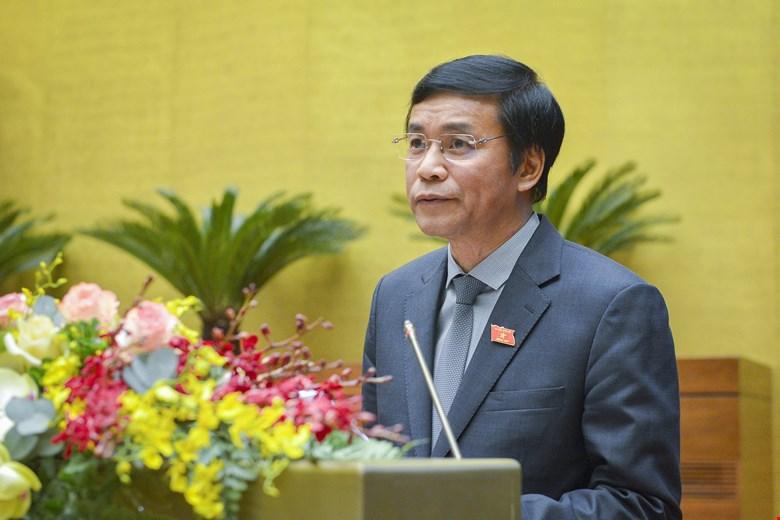 Chánh Văn phòng Hội đồng bầu cử Quốc gia Nguyễn Hạnh Phúc trình bày về hoạt động của Hội đồng bầu cử Quốc gia