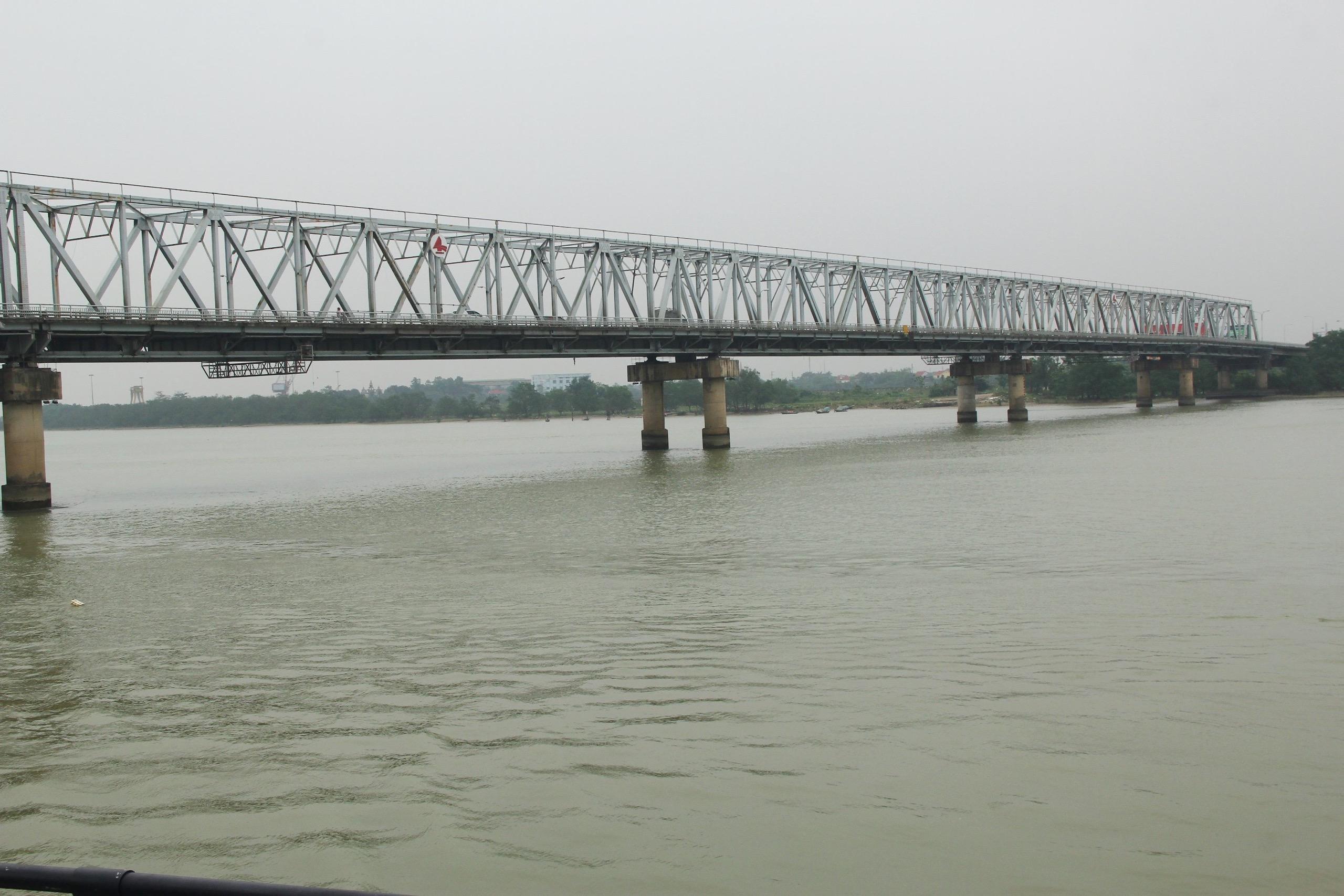 Cầu Bến Thuỷ (TP.Vinh – Nghệ An), nơi anh em Mạnh- Toàn đã cứu được gần 30 người quẫn bách