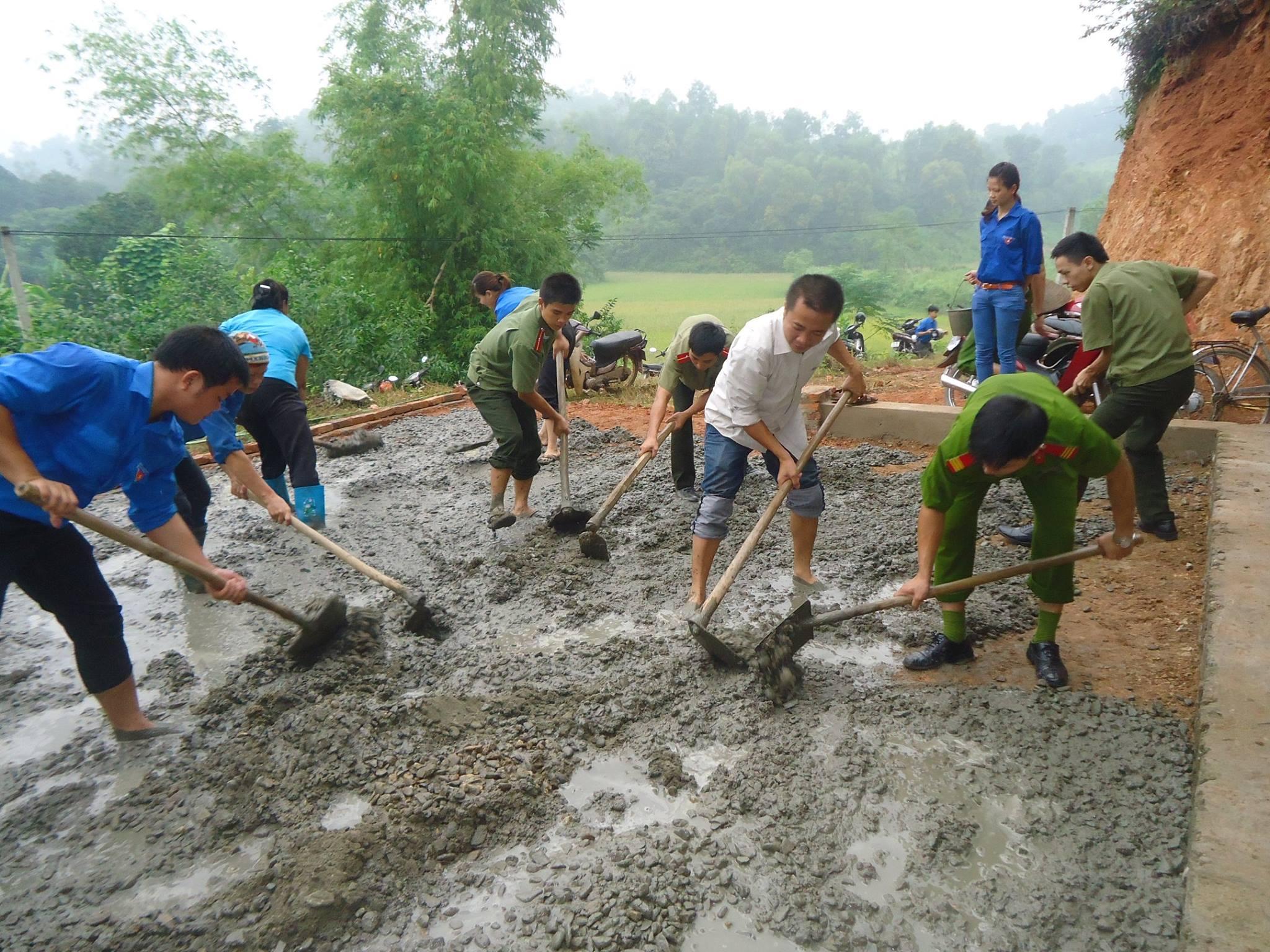 Người dân vùng ATK Thái Nguyên cùng nhau xây dựng NTM