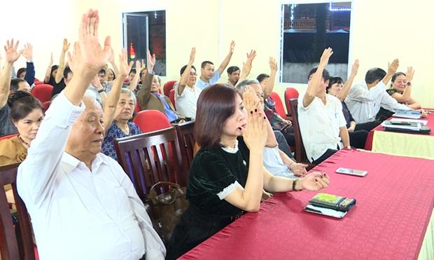 Cử tri thành phố Hà Giang biểu quyết nhất trí với danh sách những người ứng cử đại biểu HĐND trên địa bàn (Ảnh Internet).