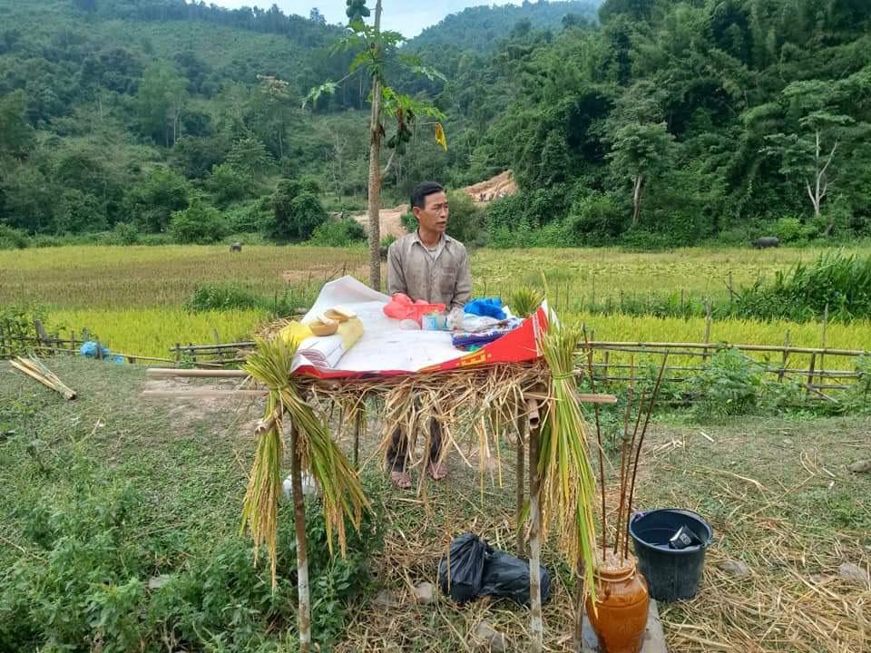 Người dân địa phương chuẩn bị lễ mừng lúa mới khẩu cháo hom