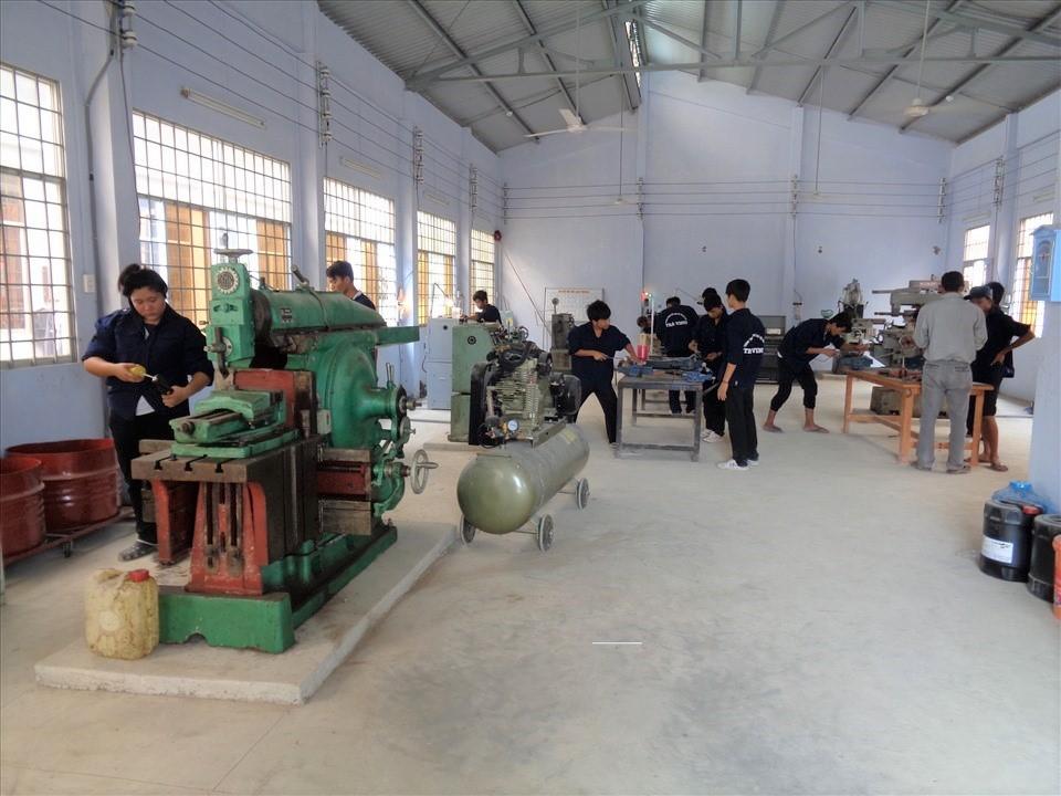 Một lớp đào tạo nghề cơ khí ở Trà Vinh.
