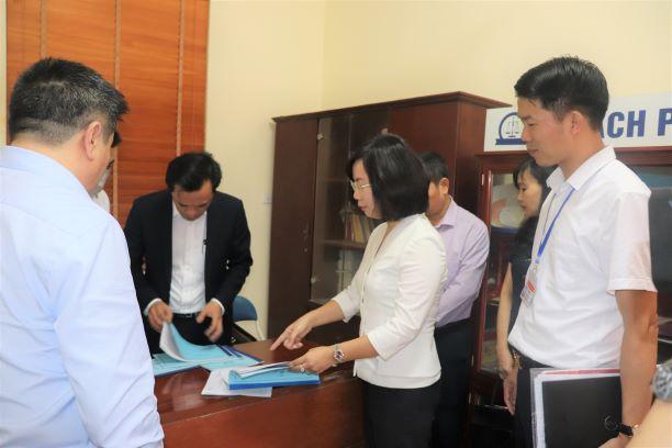 Đoàn công tác số 10 của Ban Thường vụ Thành ủy Hà Nội kiểm tra công tác chuẩn bị điều kiện bầu cử tại thị trấn Kim Bài, huyện Thanh Oai.