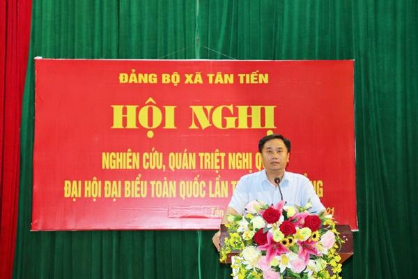 Đồng chí Vũ Công Nam – Huyện ủy viên, Bí thư Đảng ủy xã Tân Tiến triển khai kế hoạch của Đảng ủy xã về nghiên cứu, học tập Nghị quyết XIII của Đảng.