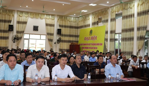 Cán bộ, đảng viên xã Đông Phương Yên tham gia nghiên cứu, học tập Nghị quyết XIII của Đảng