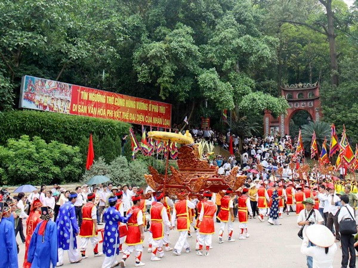 Giỗ Tổ Hùng Vương, từ rất lâu đời đã trở thành một sự kiện trọng đại của dân tộc, in sâu vào đời sống tâm linh của mỗi người con đất Việt.