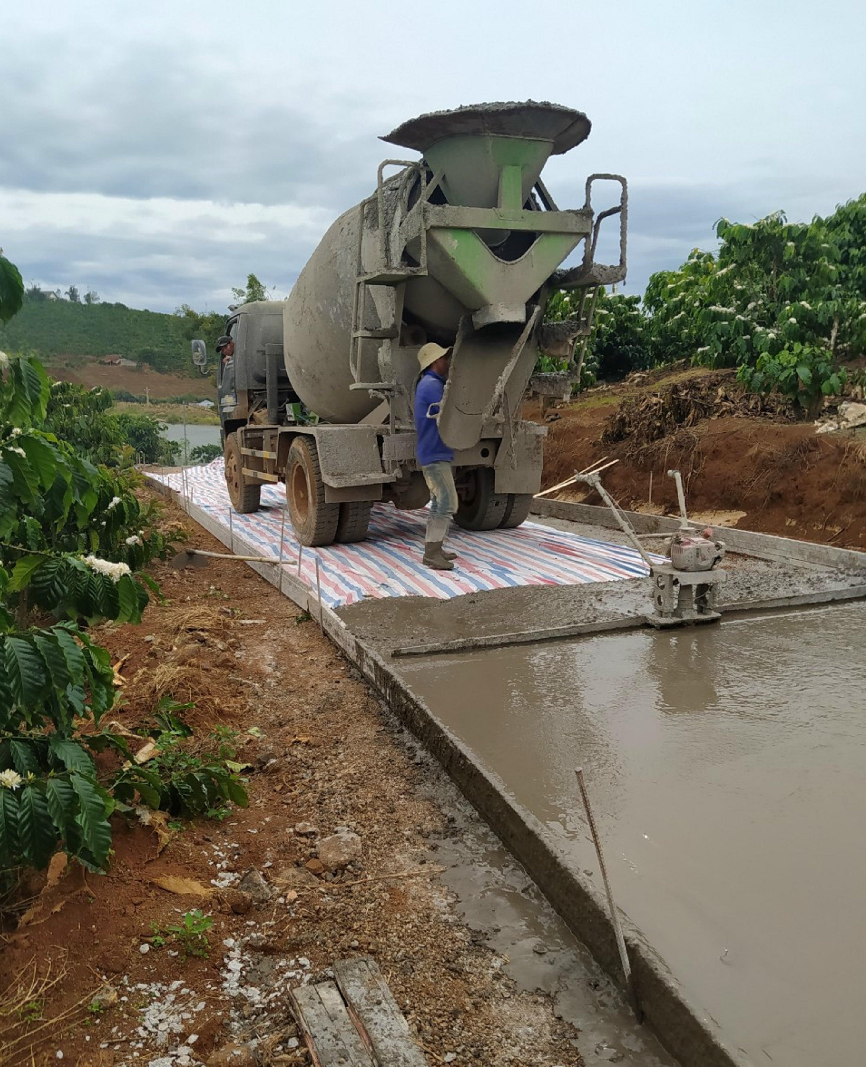 Thi công xây dựng đường bê tông từ vốn chương trình 135