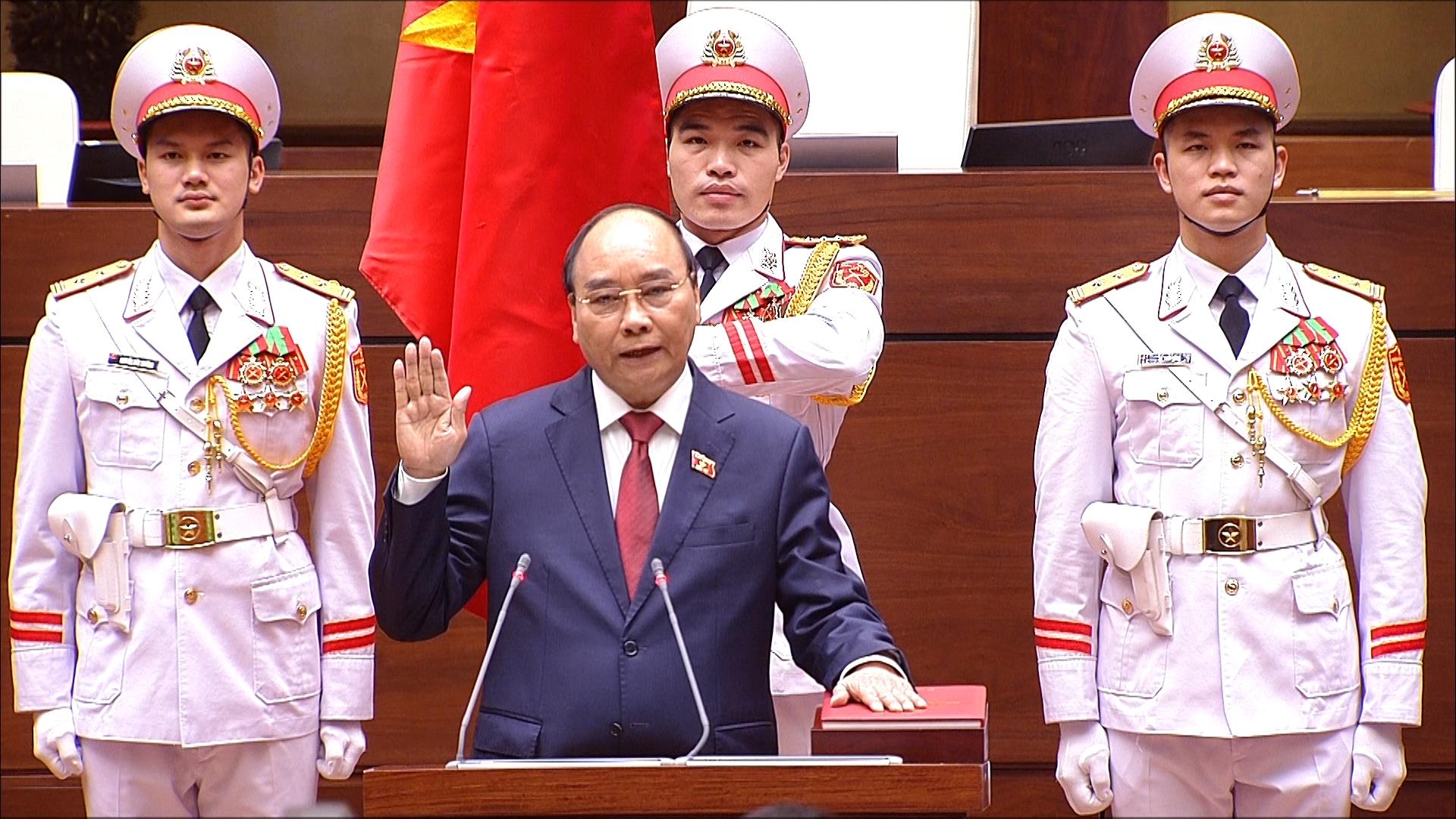 Chủ tịch nước thực hiện nghi thức tuyên thệ