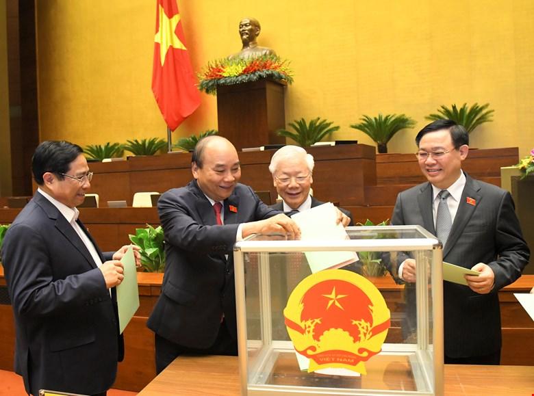 Các vị Lãnh đạo Đảng, Nhà nước bỏ phiếu bầu Phó Chủ tịch nước