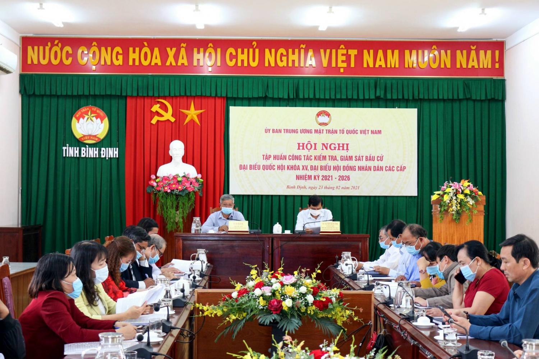Một cuộc Hội nghị tập huấn công tác kiểm tra giám sát bầu cử tại Bình Định