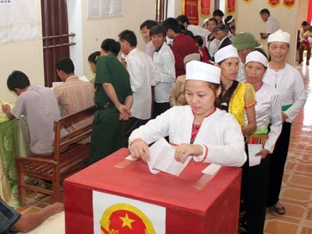 Đồng bào Mường huyện Nho Quan đi bỏ phiếu bầu cử ĐBQH và đại biểu HĐND các cấp nhiệm kỳ 2016 - 2021 (Ảnh tư liệu)