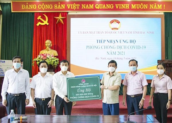 Công đoàn NHCSXH ủng hộ 300 triệu đồng qua UBMTTQ tỉnh Bắc Ninh