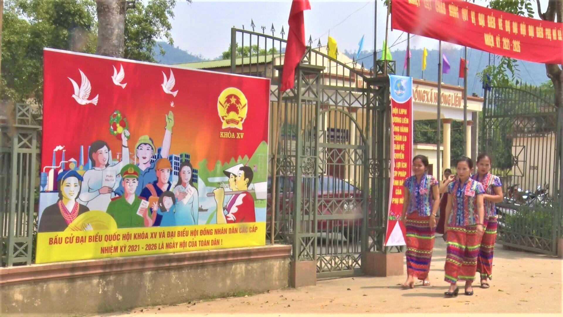 Pa nô, khẩu hiệu tuyên truyền ngày bầu cử tại xã miền núi Hương Liên huyện Hương Khê (Hà Tĩnh)