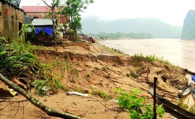 Đoạn bị sạt lở ở bên bờ Sông Gianh thuộc huyện Tuyên Hóa, tỉnh Quảng Bình.