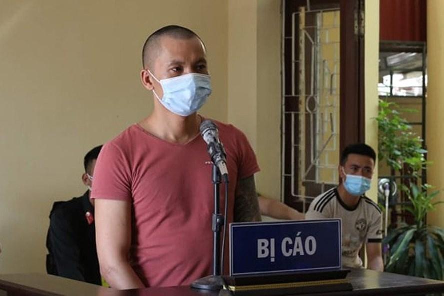 """Đối tượng Lương Văn Tiến, xã Tiền Phong, huyện Yên Dũng lĩnh án 2 năm 6 tháng tù vì có hành vi """"chống người thi hành công vụ""""."""