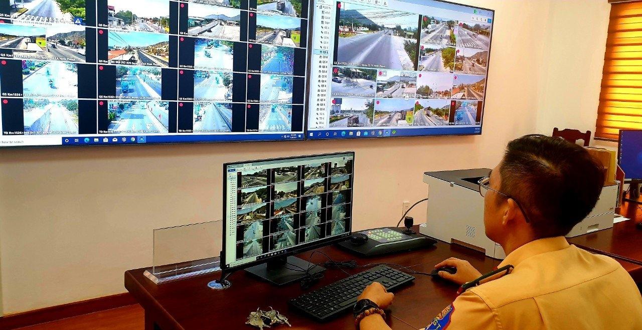Lực lượng CSGT không làm việc thông qua điện thoại với bất kỳ trường hợp vi phạm giao thông nào. (Ảnh Thiện Nhân)