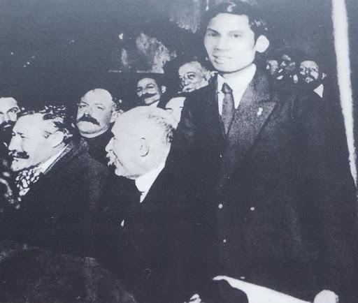 Tháng 12/1920, tại Đại hội toàn quốc lần thứ 18 của Đảng Xã hội Pháp, Nguyễn Ái Quốc phát biểu ủng hộ Luận cương của Lê-Nin về vấn đề dân tộc và thuộc địa, đồng thời tham gia sáng lập Đảng Cộng sản Pháp (Ảnh tư liệu)