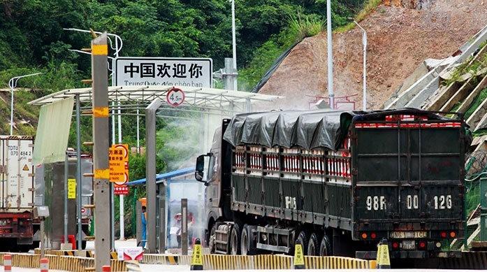 Nhiều biện pháp hỗ trợ được lực lượng chuyên trách cửa khẩu 2 nước Việt Nam-Trung Quốc phối hợp, đảm bảo xuất khẩu nông sản nhanh, giảm thiểu thiệt hại cho doanh nghiệp.