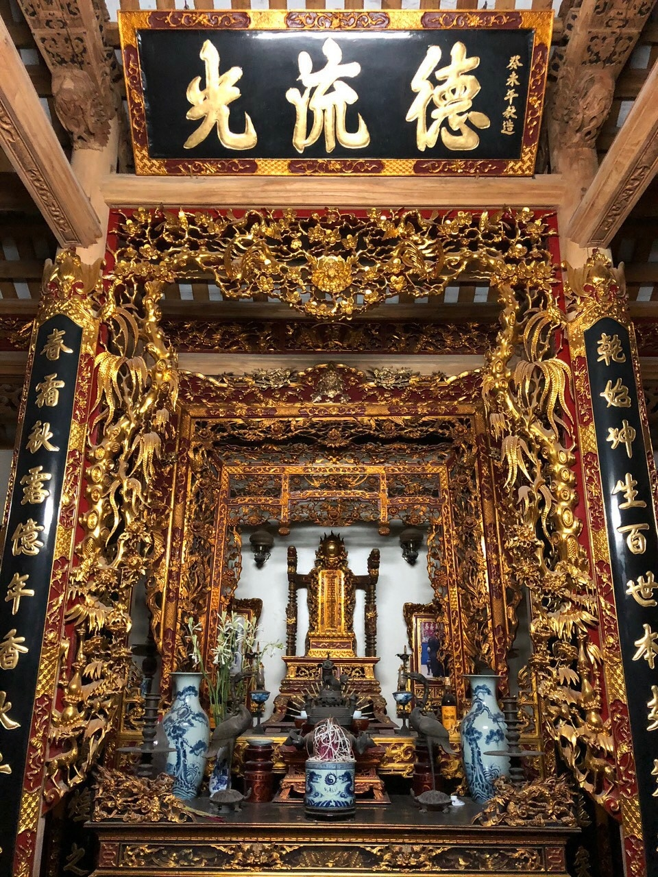 Sản phẩm Ban thờ của HKD Hoàng Doãn Hòa ở thôn Yên Quán (xã Tân Phú) đạt chứng nhận sản phẩm OCOP 4 sao.