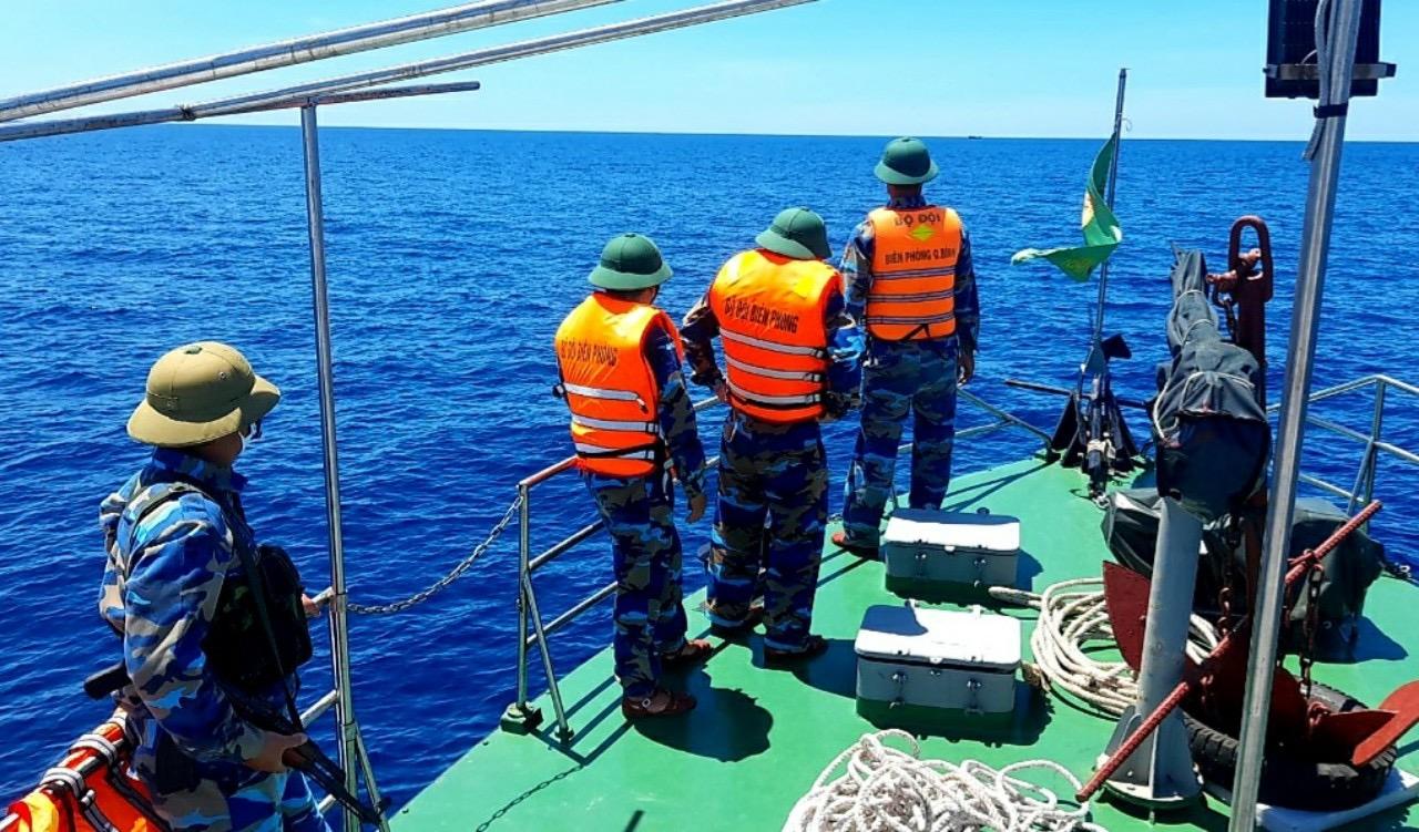 Biên đội tàu Hải đội 2 phát hiện, ngăn chặn tàu nước ngoài vào vùng biển chủ quyền của Việt Nam.