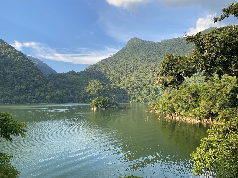 Từng đón hằng trăm ngàn lượt khách mỗi năm, chưa bao giờ hồ Ba Bể vắng khách như hiện nay.