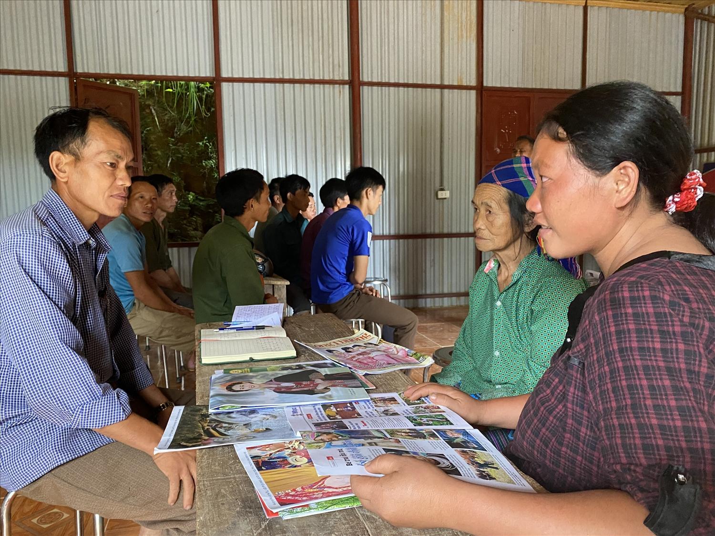 Để từng bước đưa Na Hoi thoát khỏi khó khăn, Đảng ủy, UBND xã Bộc Bố đã họp bàn, ra nghị quyết về việc phân công đảng viên giúp đỡ các xóm, hộ thoát nghèo