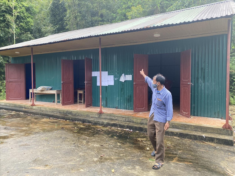 Không có điện, mọi sinh hoạt tại Nhà văn hóa xóm Nà Hoi chỉ có thể tổ chức vào ban ngày