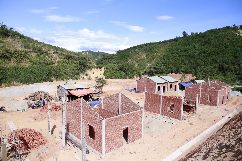 Các mặt bằng mới đã cơ bản hoàn thành hạ tầng thiết yếu phục vụ đời sống người dân vùng sạt lở.