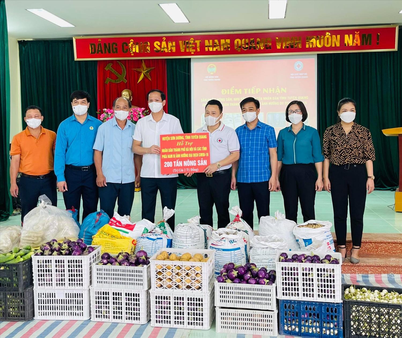 Hội Chữ thập đỏ tỉnh Tuyên Quang tiếp nhận 250 tấn nông sản của bà con các dân tộc huyện Sơn Dương ủng hộ người dân Thủ đô Hà Nội chống dịch Covid-19