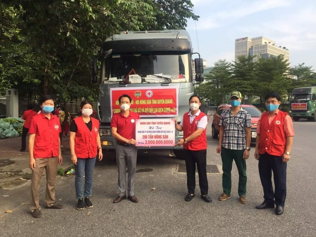 Hội Chữ thập đỏ TP Hà Nội tiếp nhận nông sản của đồng bào các dân tộc tỉnh Tuyên Quang