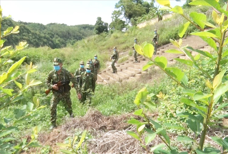 Cán bộ chiến sỹ ĐBP Bình Nghi tuần tra quyết tâm ngăn chặn nhập cảnh trái phép vào địa bàn.