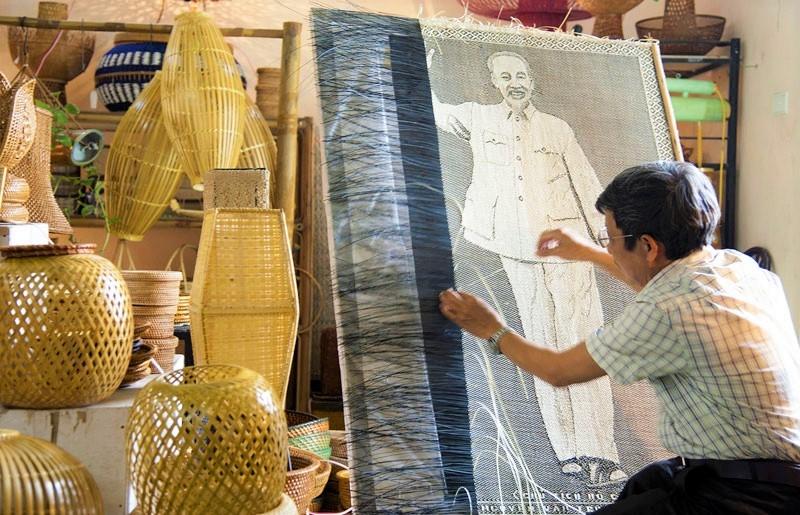 Các sản phẩm của Công ty TNHH mây tre đan Việt Quang (xã Phú Nghĩa) được UBND Thành phố Hà Nội công nhận đạt hạng 4 sao.
